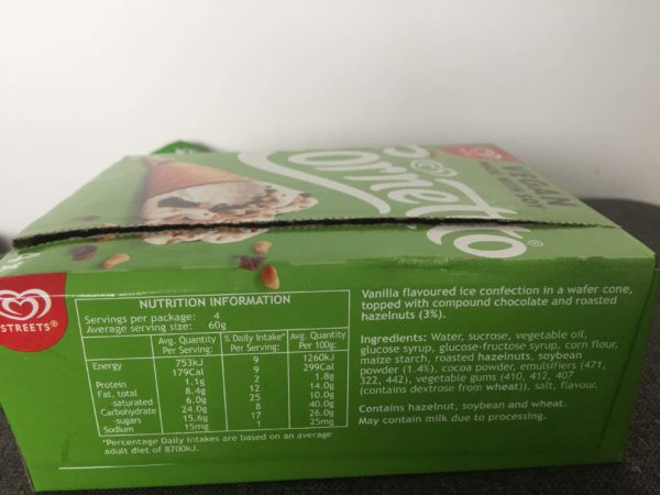 ヴィーガンアイスクリームの原材料が書かれた箱
