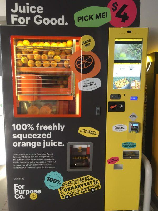 生オレンジジュースの自動販売機