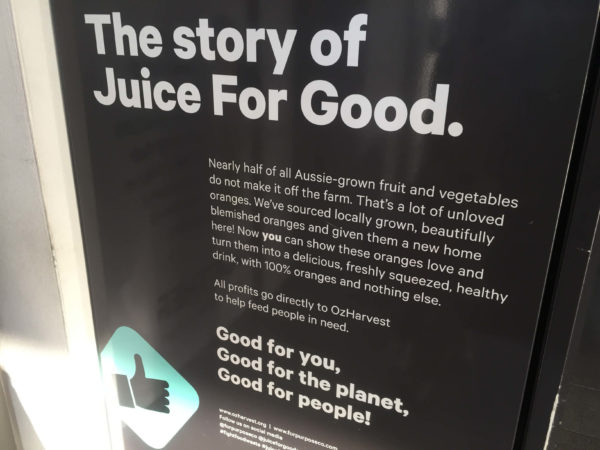 自動販売機の横側に書かれた説明