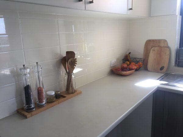 シンプルなキッチンの様子