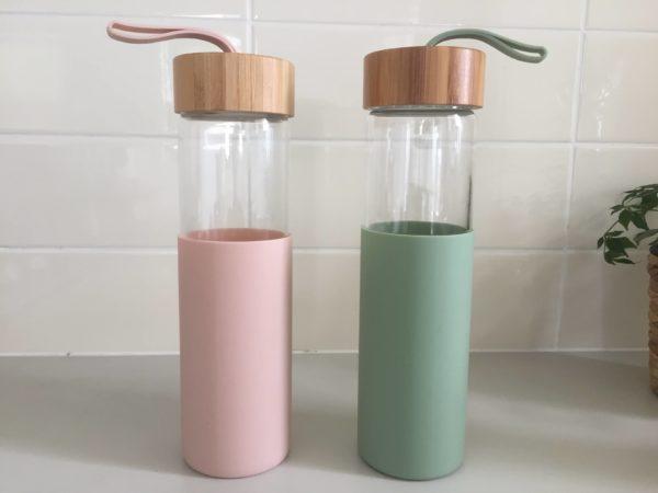 ガラス製のドリンクボトル