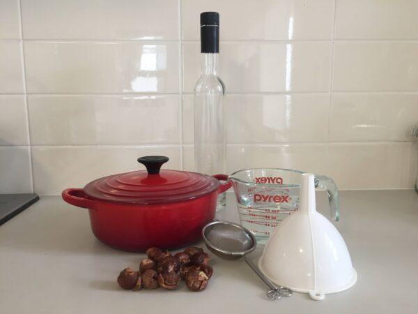 液体ソープナッツ洗剤を作るための材料と器具