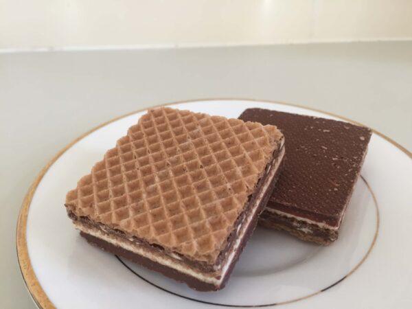 チョコウエハースKnoppersの表面、裏面