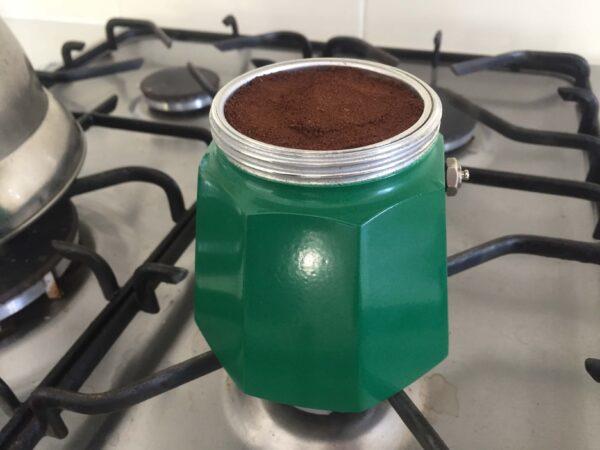 コーヒーを入れる工程3コーヒーバスケットをセットする