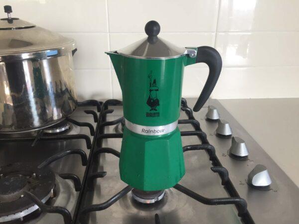 コーヒーを入れる工程5ポットを直火にかける