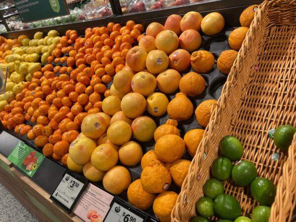 オーストラリアのスーパーWoolworthsの柑橘コーナーの様子