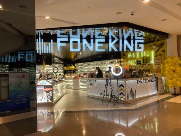 シドニーの携帯電話の修理店FONE KINGの様子